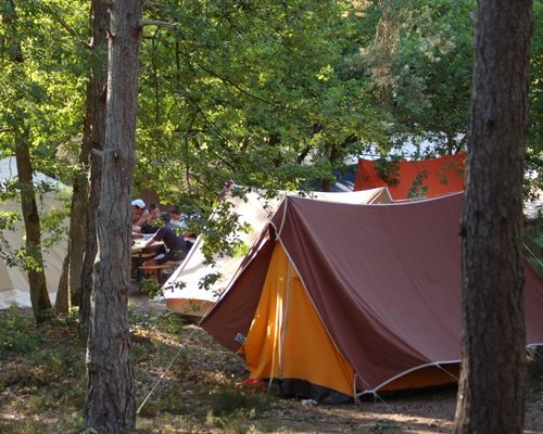 camping_buthiers_ile_de_loisirs
