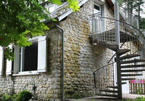 Escalier allant au gite canard de Buthiers