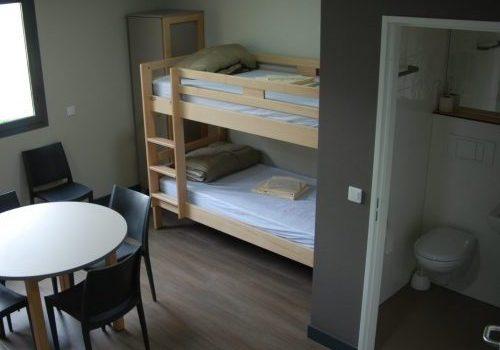 Chambre + salle de bain hébergement Les Sables 77