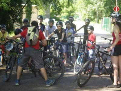 Balade en VTT Buthiers avec moniteurs et les enfants